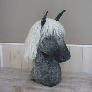 Cheval (H 40cm) 90€